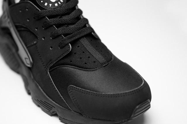 Nike Air Huarache Triple Black - 03
