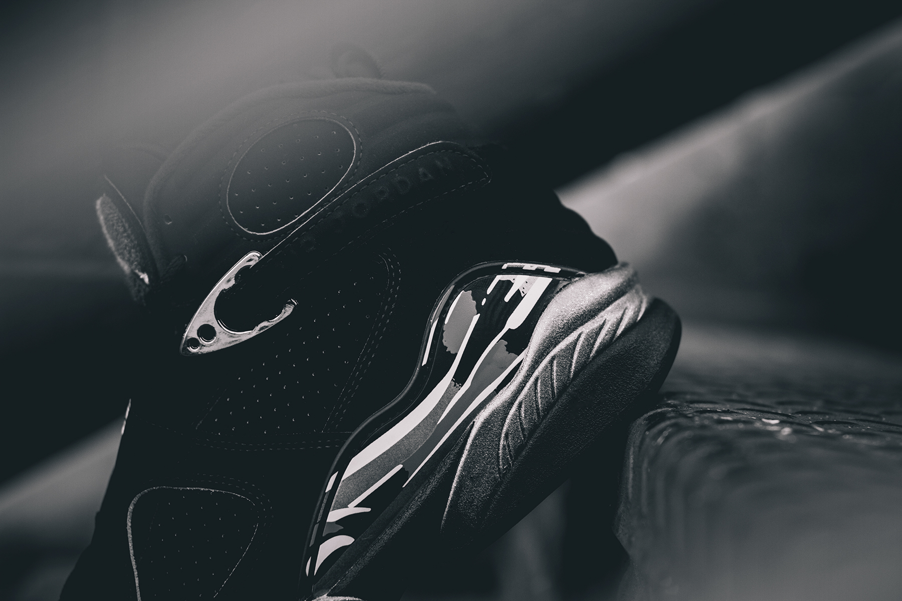 Air-Jordan-8-Retro-Chrome-2