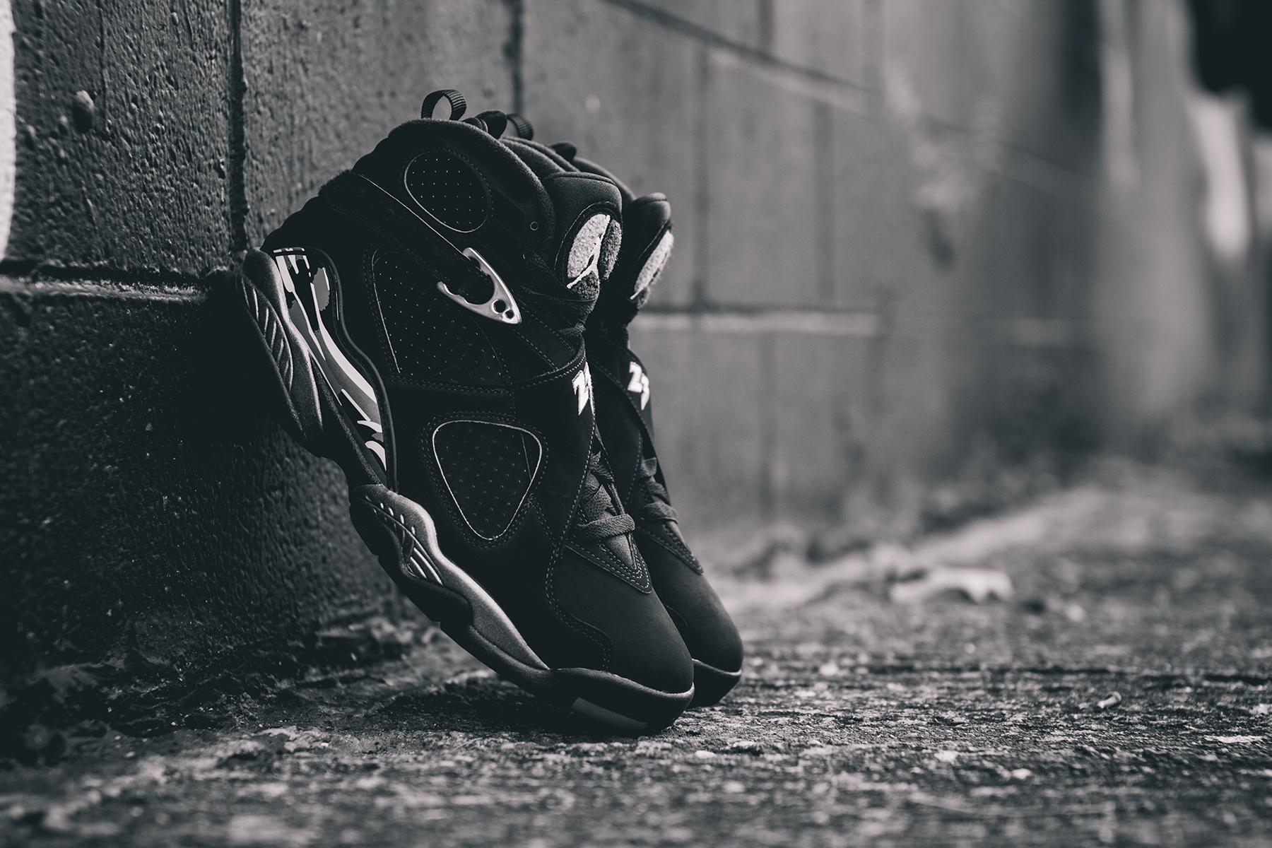 Air-Jordan-8-Retro-Chrome-3