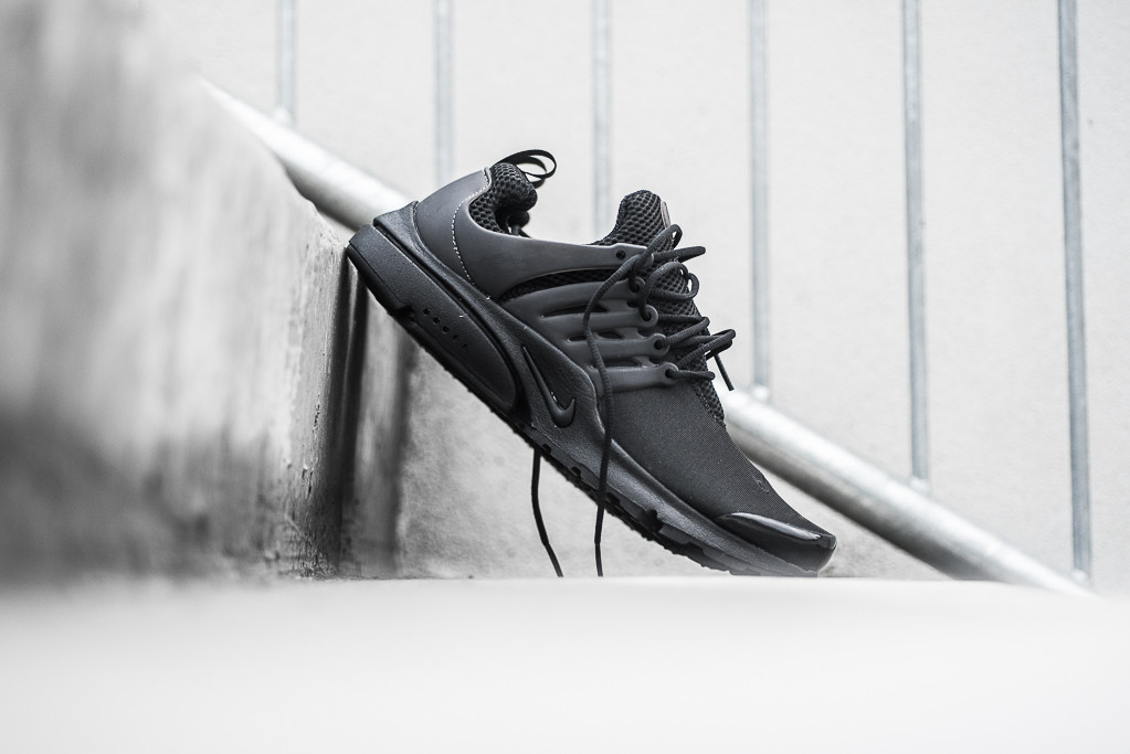 Nike_Air_Presto_Black_Black_Sneaker_Politics_Hypebeast_3