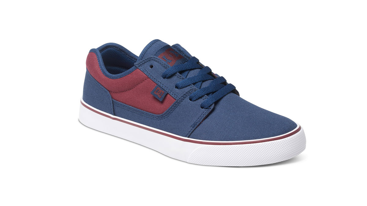 DC SHOES SNEAKERS MAGAZINE